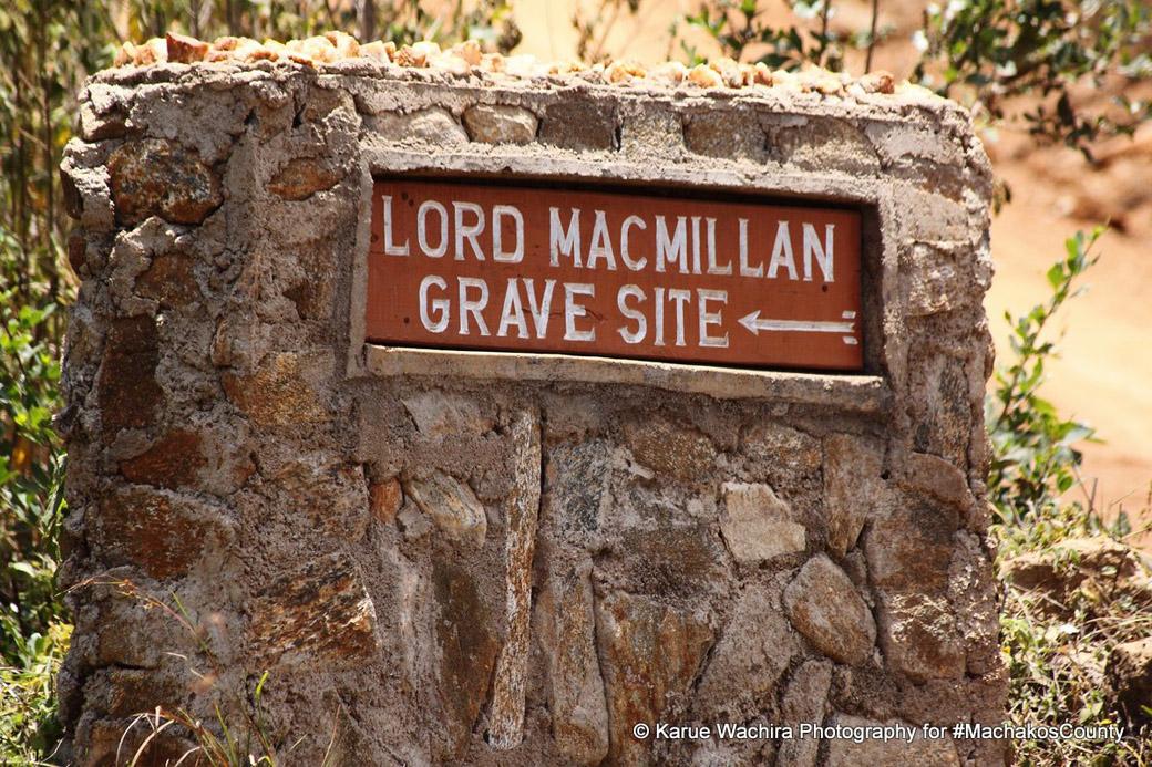 MacMillan Castle_gravesite1