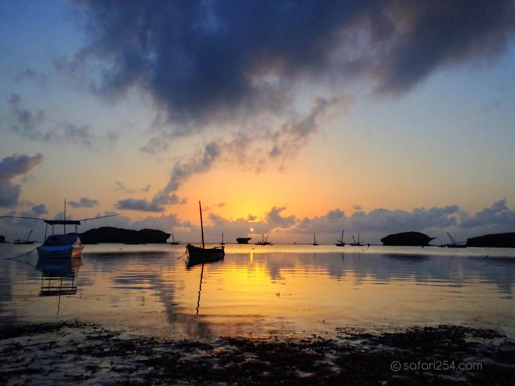 Watamu Beach_touch of gold2