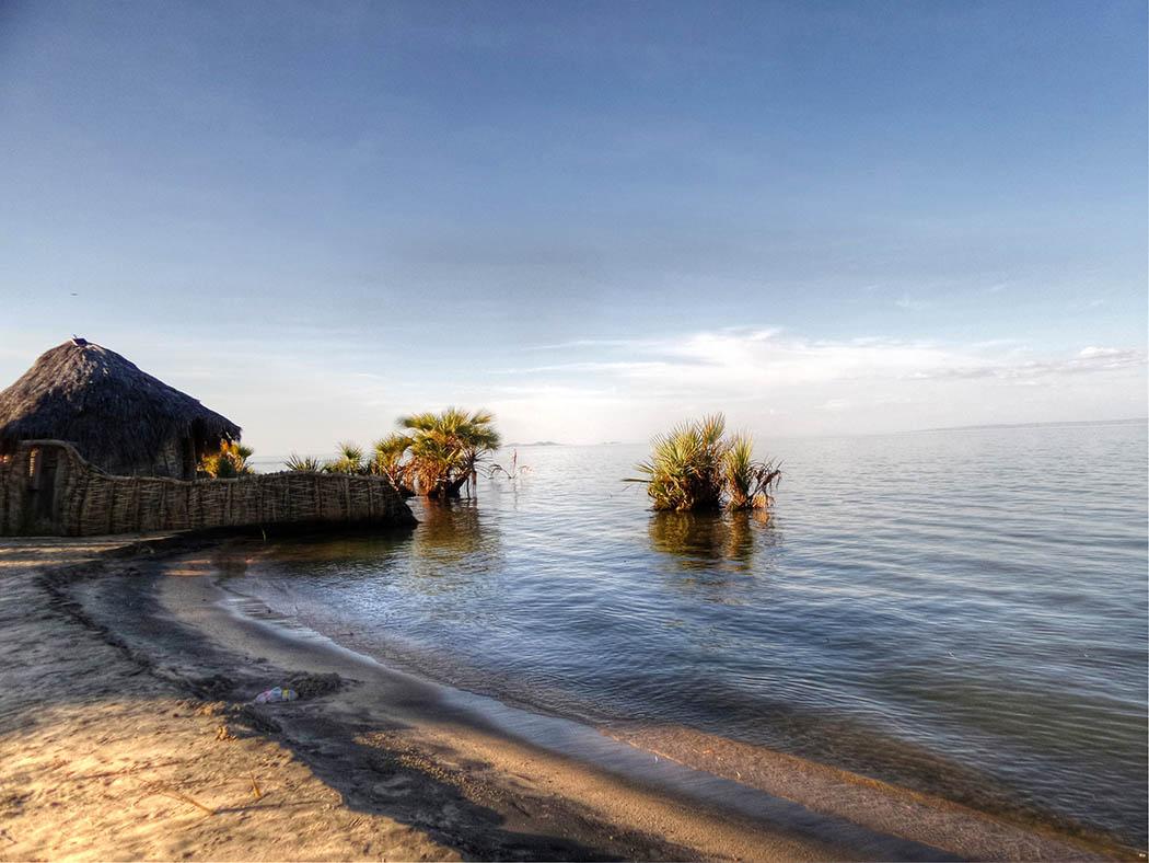 Unexpected Kenya_Lake Turkana beach