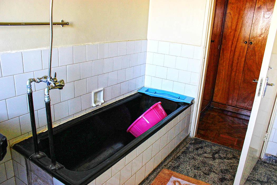 Kapsimotwa gardens_bathroom
