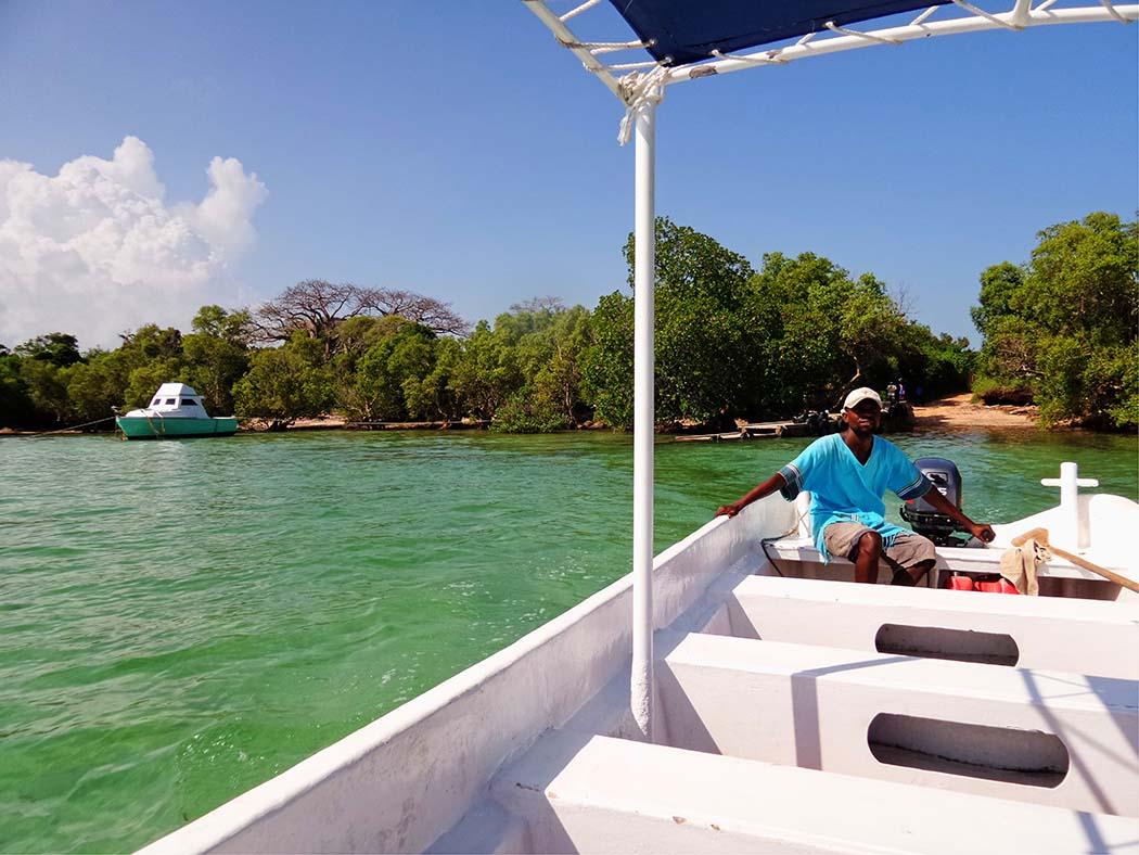 The Sands at Chale Island_boat