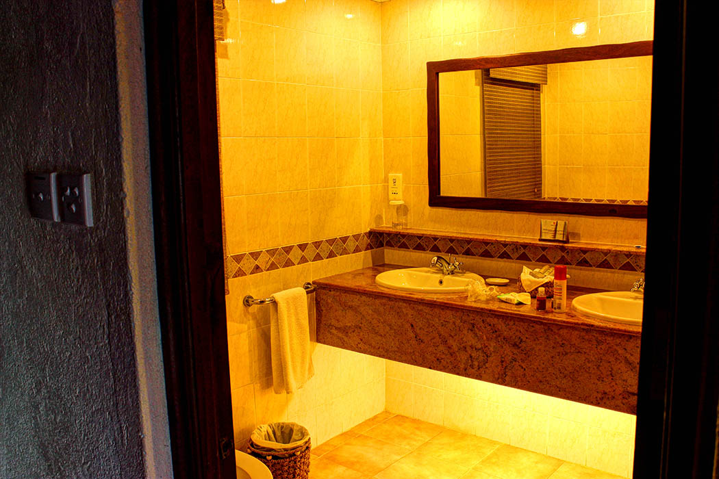 Kilaguni Serena safari Lodge_bathroom