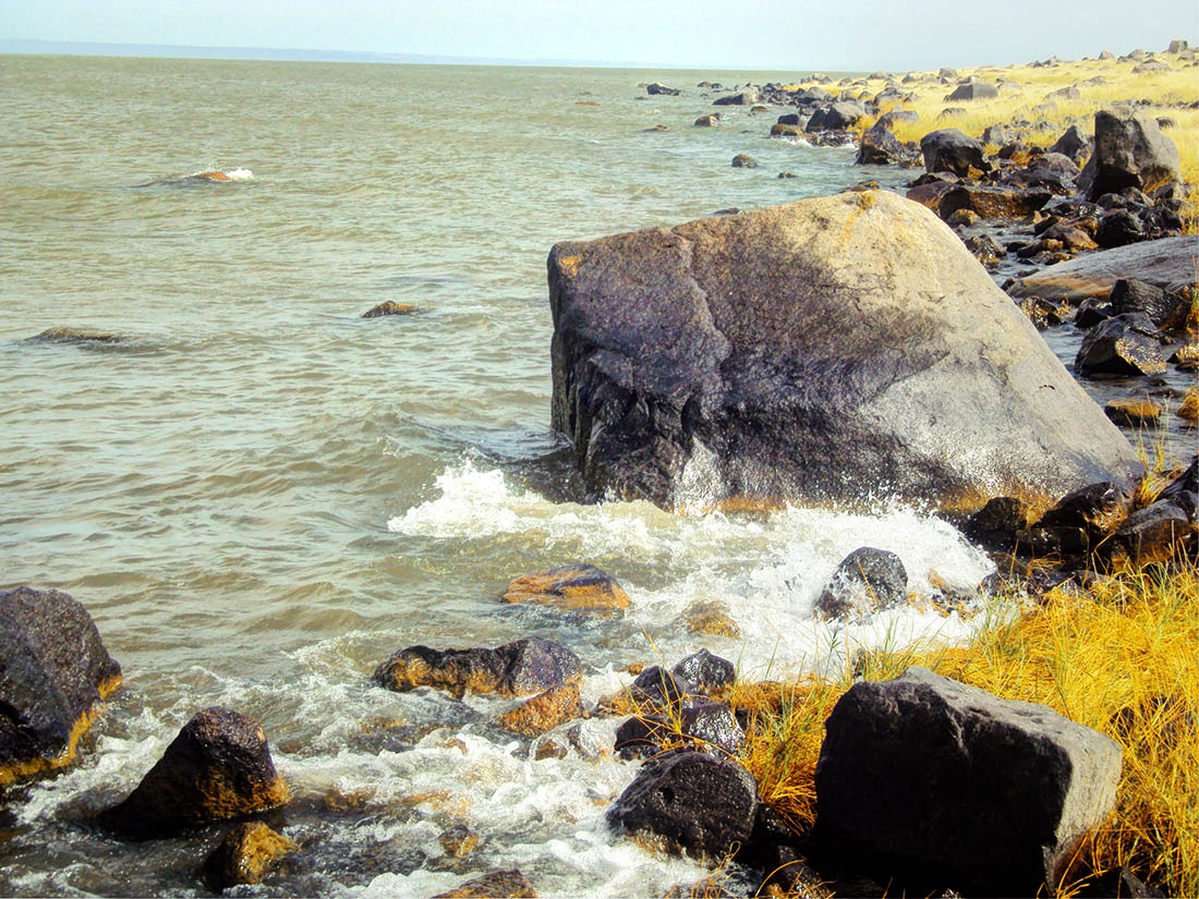 Lake Turkana_rocky shore