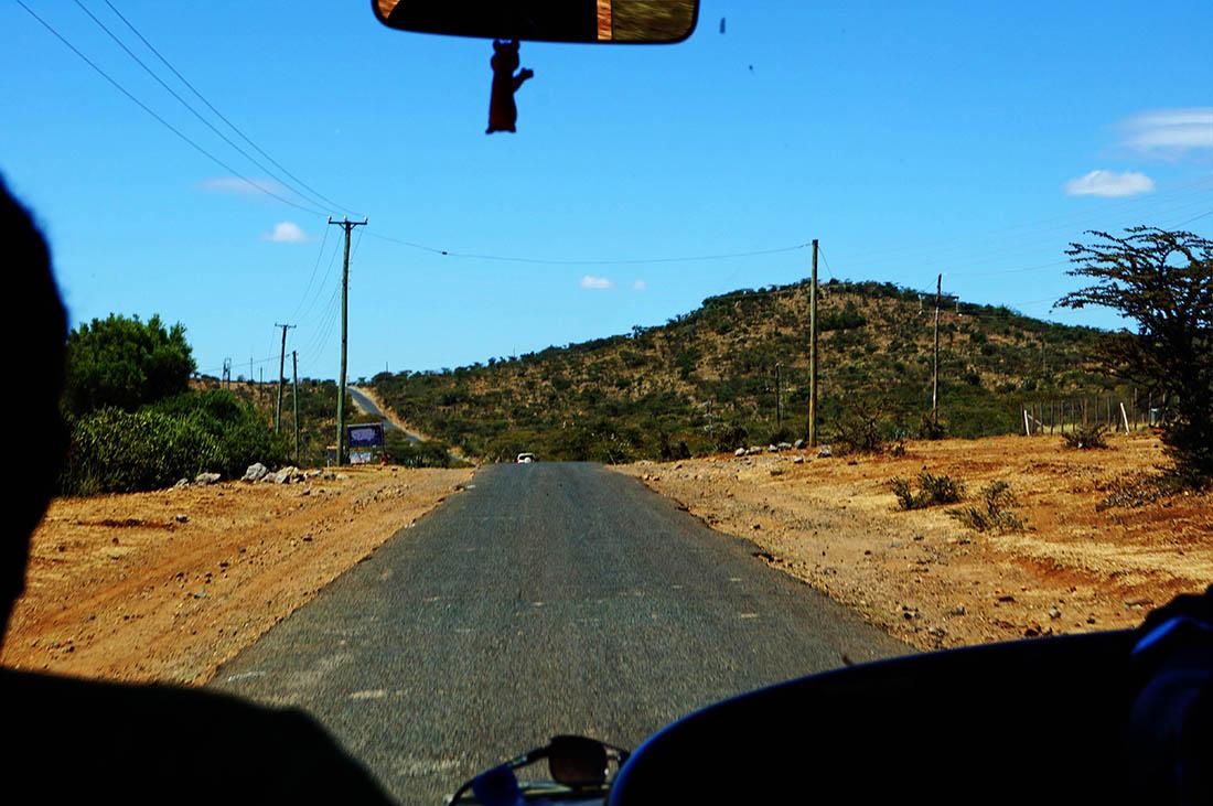 Lake Magadi_Road1