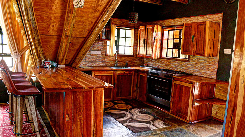 Samawati Conservancy_deluxe cottage kitchen area