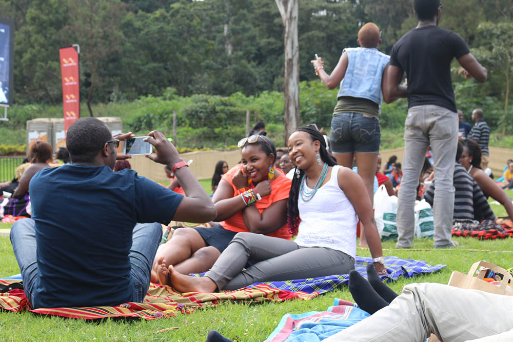 Blankets and Wine July 2016_Crowd3