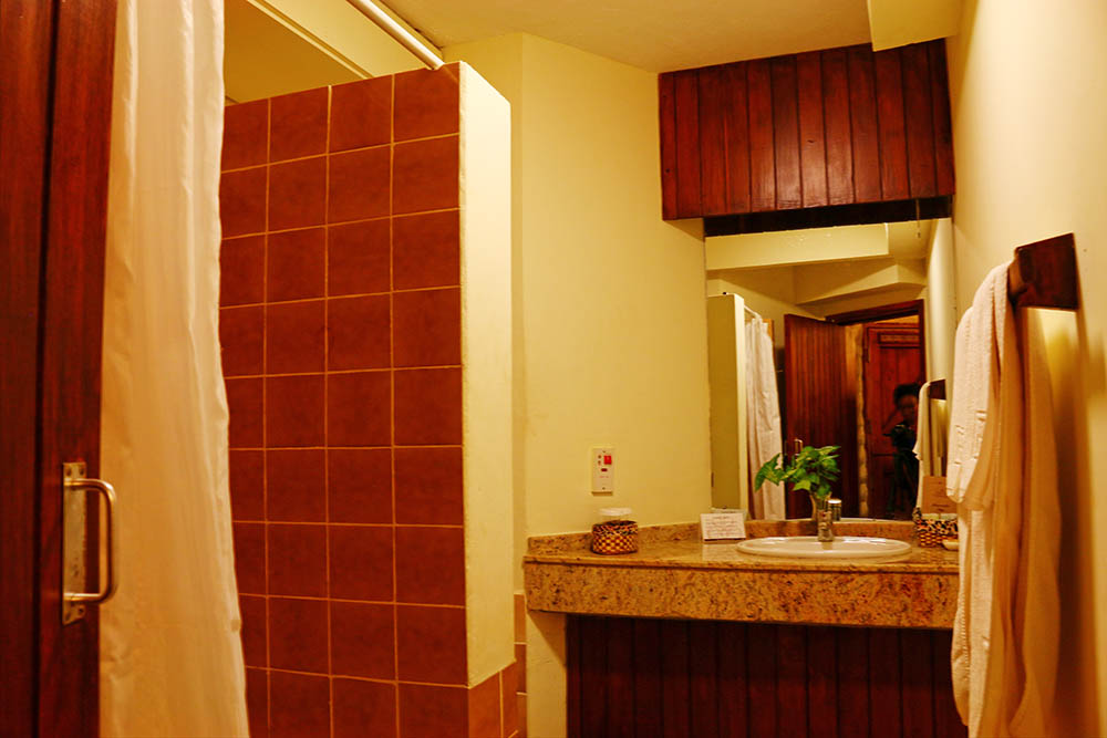sarova-salt-lick-game-lodge_bathroom