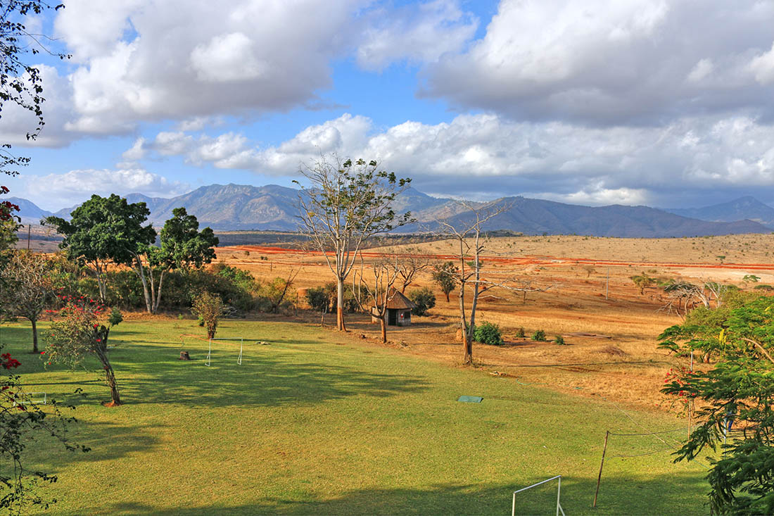 sarova-taita-hills-game-lodge_lawn
