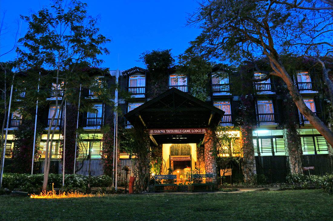 sarova-taita-hills-game-lodge_lodge-at-night
