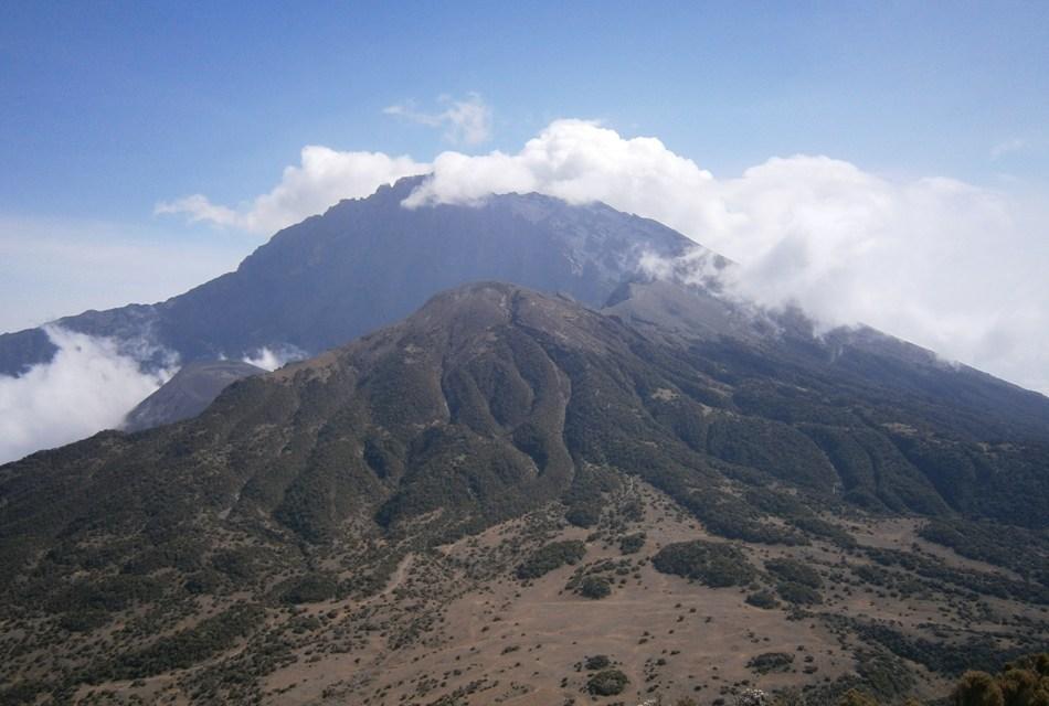 17 Day Lodge Safari and Mount Meru Hiking