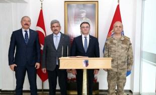Vali Dr. Ozan Balcı'dan İl Jandarma Komutanlığına Ziyaret