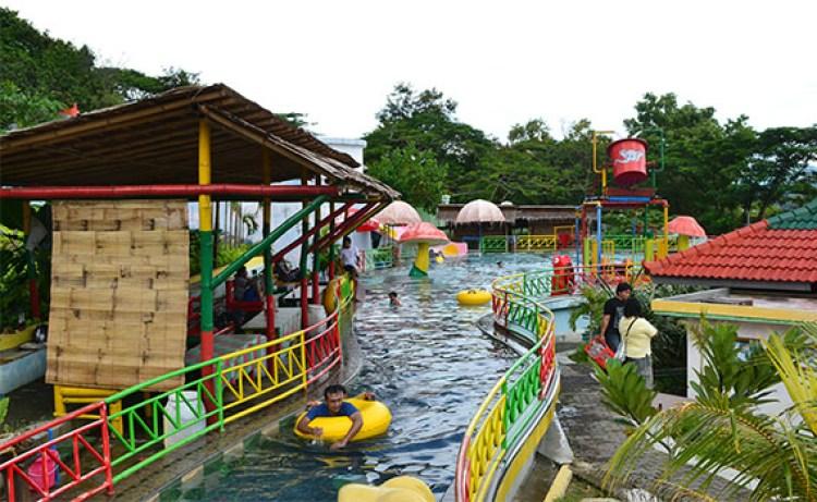 waterboom Wisata Waduk Gajah Mungkur Wonogiri
