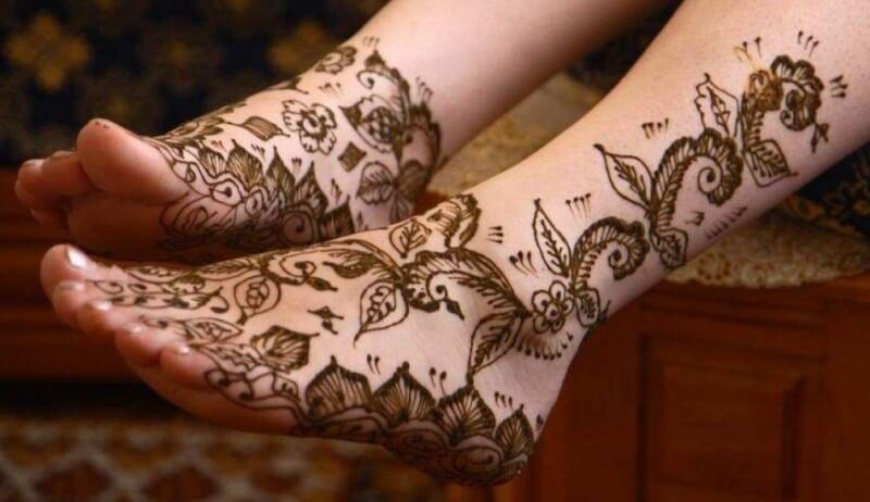 gambar henna kaki pengantin sederhana