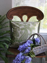 pf_paisley_green_cream_cushion