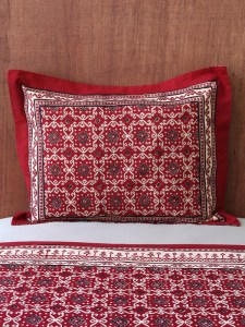 Spice up your holiday table with rich rustic design saffron speak - Ways decorating using kilim print ...
