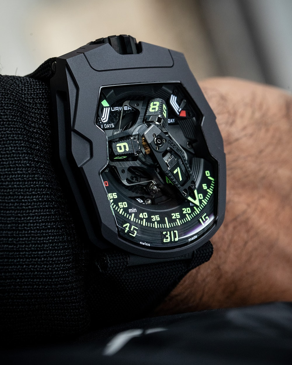UR-220 de Urwerk, black is black