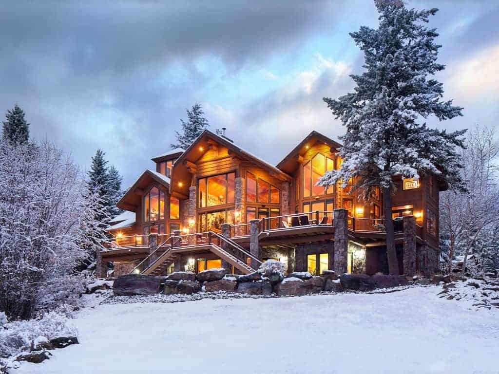 Picture of a home that is perfect for a ski vacation.