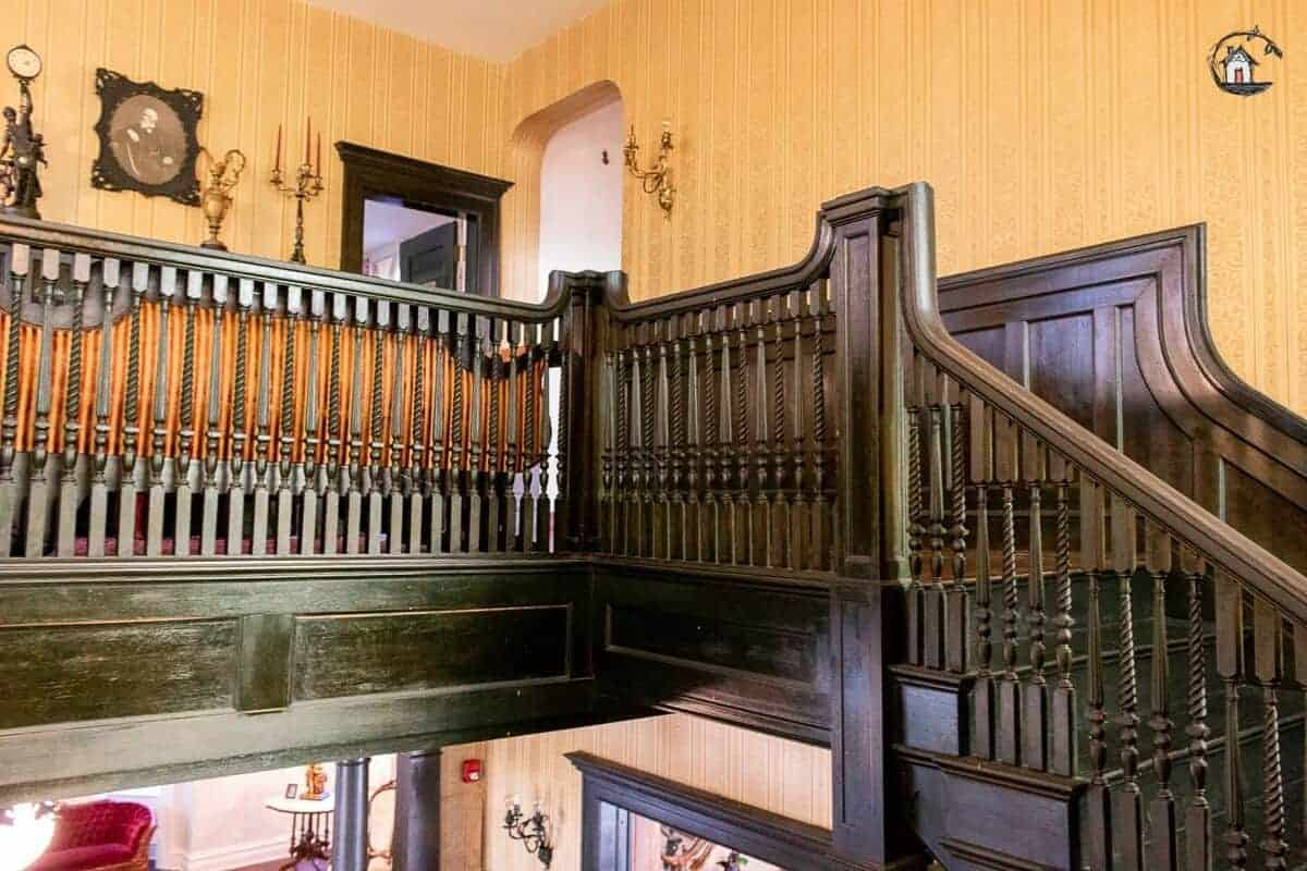 Photo of the second floor landing of the Vrooman Mansion.