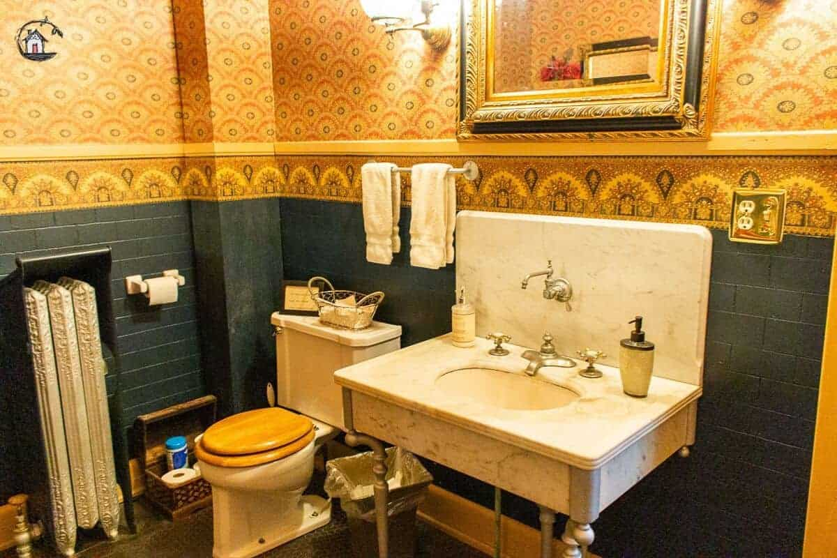 Photo of vintage bathroom in the Vrooman Mansion