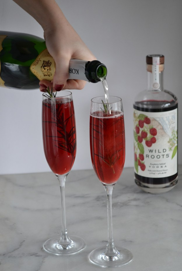 Raspberry Champagne Cocktail   New Years Cocktails   New Years drinks   easy cocktails   winter cocktails