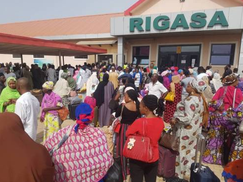 How passengers Struggle to Buy Abuja Kaduna Train Ticket
