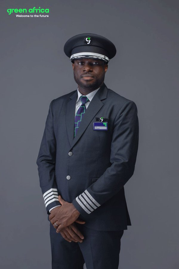 Green Africa Airways Unveils Pilots Uniform