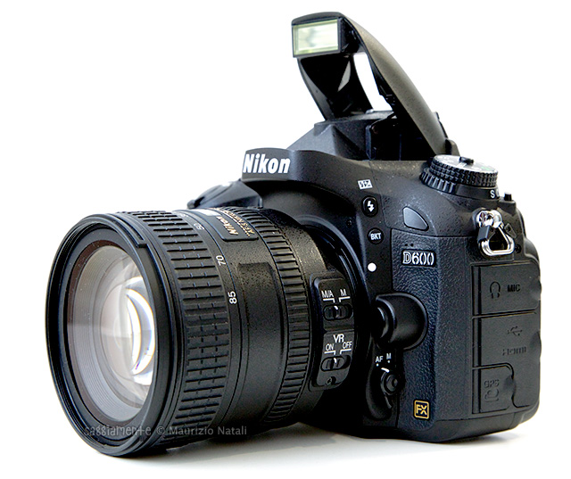 nikon-d600-lato-flash