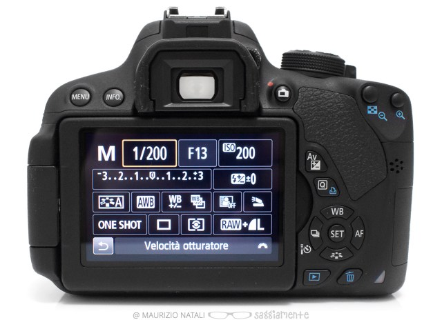 canon-700d-display
