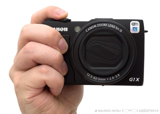 canon-g1xmkii-hand
