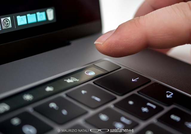 macbookpro15-touchbar-touchid