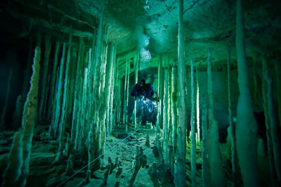 blue hole stalagmiti