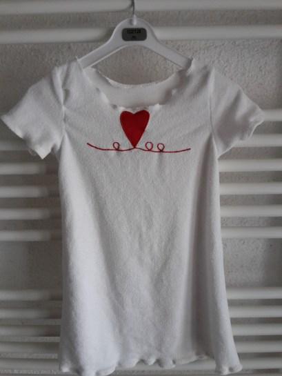 neues Nachthemd für die Tochter