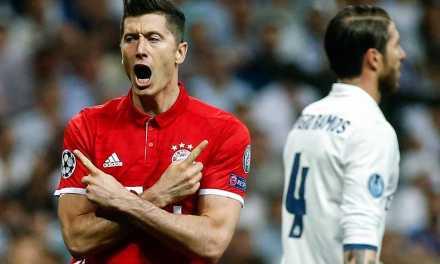 NEWS Bayern Munich insist Robert Lewandowski will stay amid Man Utd and Chelsea links