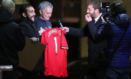 Jose Mourinho tricked into signing Antonio Conte shirt
