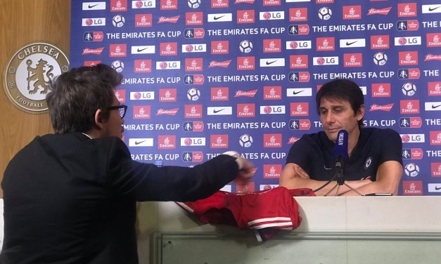 Chelsea's Antonio Conte given Man United shirt as 'present from Mourinho'