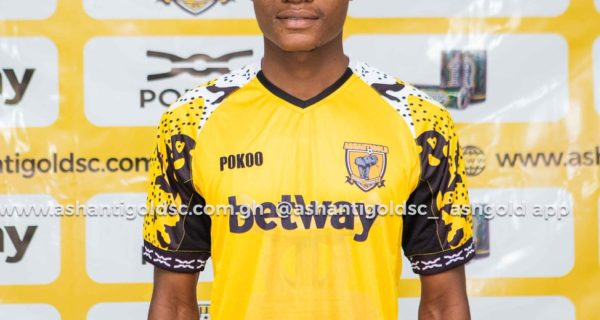 Ashantigold complete signing of midfielder Razak Simpson