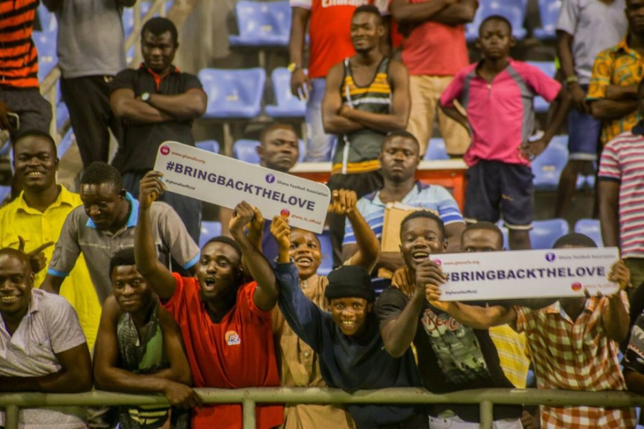 PHOTOS: Fans troop in to watch the Black Stars train ahead of South Africa clash