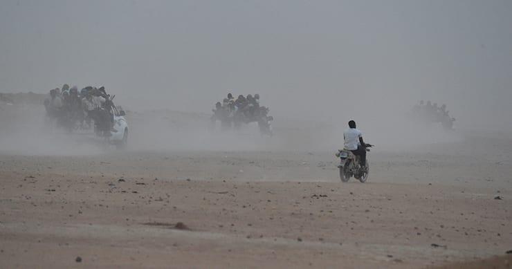 قوافل المهاجرين في الصحراء الكبرى (وكالات)