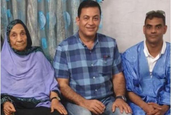 الإعلامي العربي سامي كليب رفقة القنصل الموريتاني ووالدته بنواكشوط