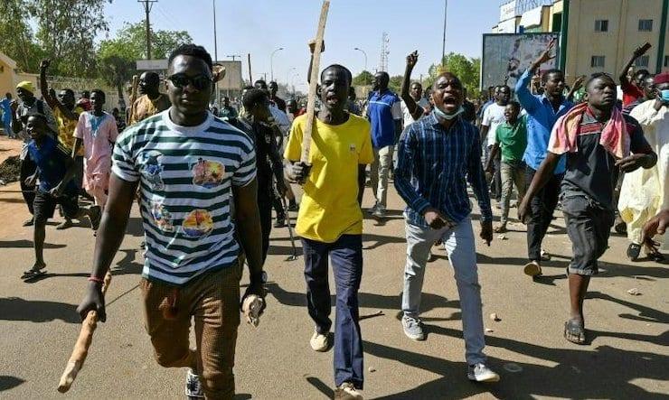 المعارضة في النيجر تحمل العصي والاسلحة البيضاء ضد نتائج الانتخابات