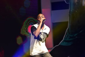 davido-performing-at-tfaa2016