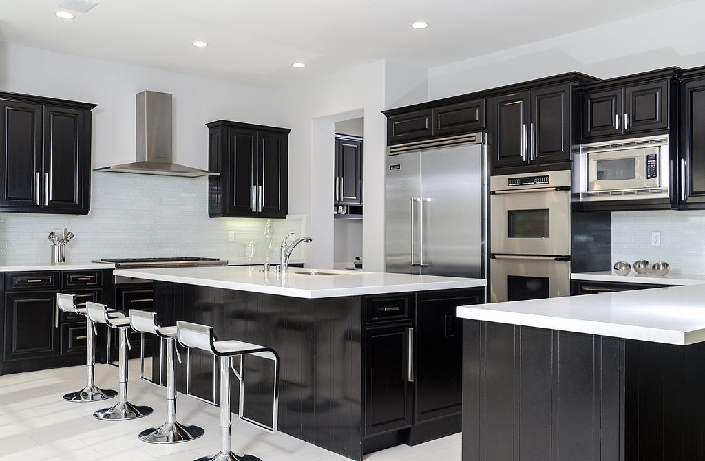 Even-dark-kitchen-feels-welcoming-thanks-open-space