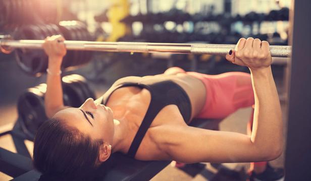 تمرين عضلات الصدر بالأثقال