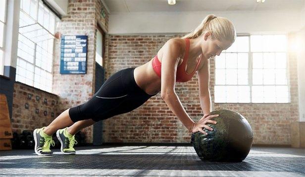 تمرينات الضغط باستخدام الكرة الطبية