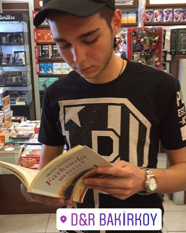 Farkındamısın ? Elden ele çığ gibiD&R ve NT mağazalarında Kitapyurdu idefix ve tüm seçkin kitapçılarda.. Sen okumadın mı hâlâ ?