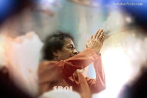 sri-sathya-sai-baba-last-photos-folded-hands-goodbye