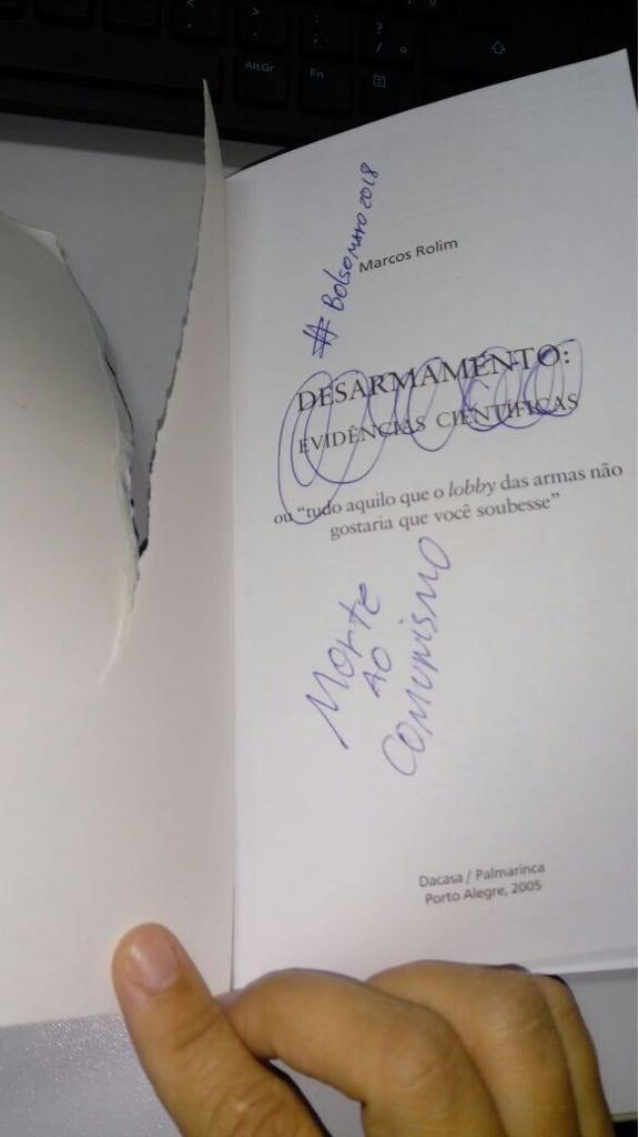 Morte ao conhecimento: bolsominion ataca livro da biblioteca da UFRN Bolsonraro2