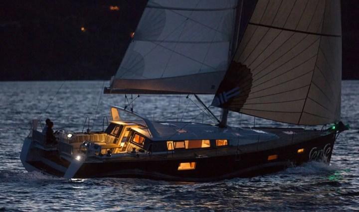 Navigazione notturna. Un fascino consapevole.