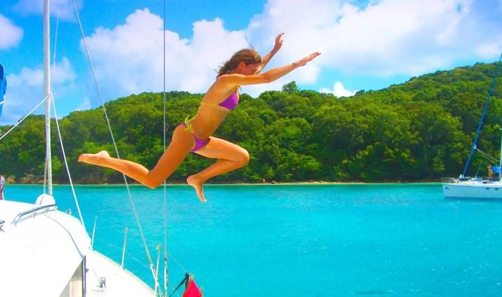 Vacanza in barca a vela: monoscafo o catamarano?
