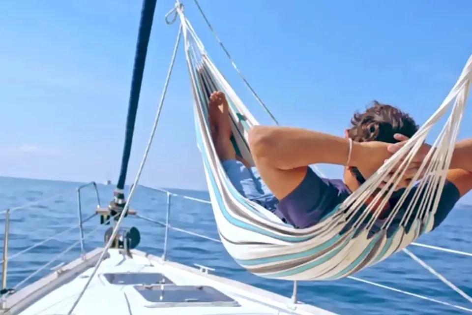 La libertà di una vacanza in barca e la sua parte razionale. Il mare dentro